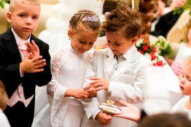 kak-odet-rebenka-na-svadbu
