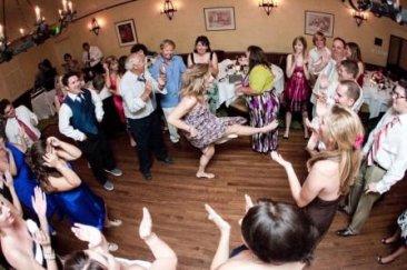 top-10-luchshikh-razvlekatelnykh-attraktsionov-dlya-svadby